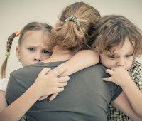 Муж оставил с двумя детьми, что делать теперь?! фото